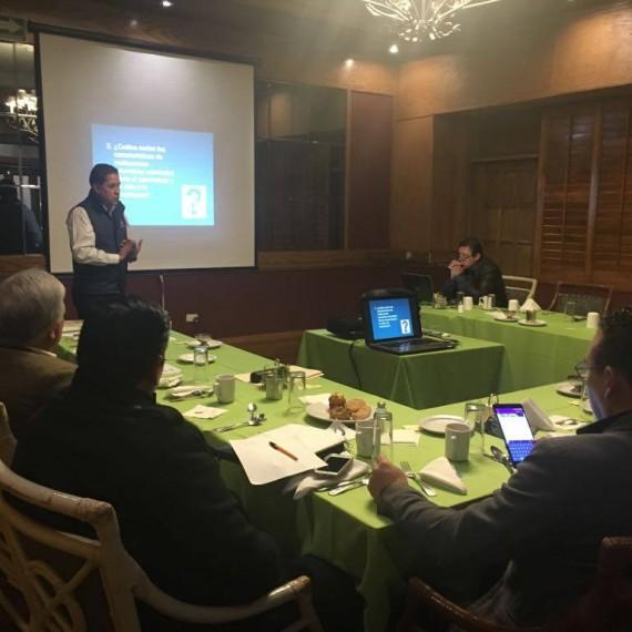 En el marco de la preparación de la Tercera Reunión de Consejos Técnicos, el Profr. Raymundo Cruz Sigala impartió el tema «Características de las escuelas como organizaciones que aprenden. La creación de Redes Escolares».