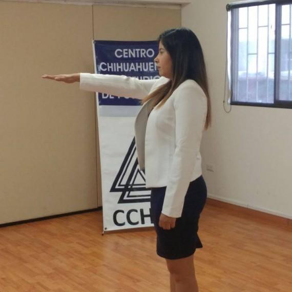 "Como producto de Curso de Titulación Mejora Escolar, Dora Alicia Pérez López, de CCHEP extensión Cuauhtémoc, presentó su producto profesional denominado ""Responsabilidad compartida""."