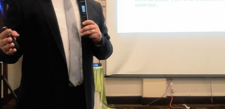 """El Dr. Jorge Sandoval Aldana, presenta la conferencia de clausura del 3er Encuentro Nacional de Cuerpos Académicos: """"Retos de la investigación en las Instituciones Formadoras de Docentes""""."""